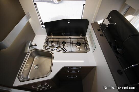 SL 670 keittiö